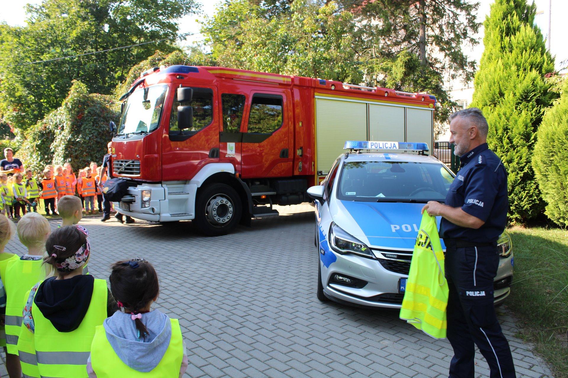 Wizyta strażaków i policjantów